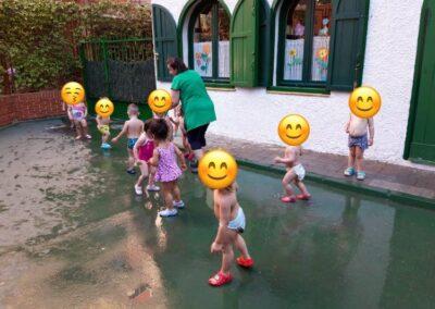 fiesta del agua en la escuela infatil en Madrid los Renacuajos